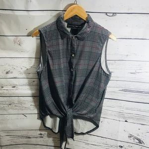 Polly & Esther Size M Top
